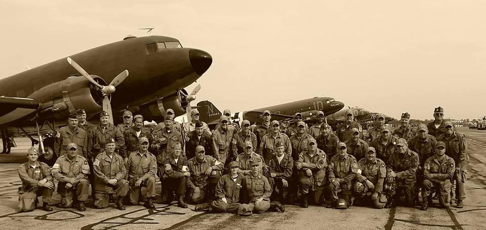 & Round Canopy Parachuting Team - USA - Home